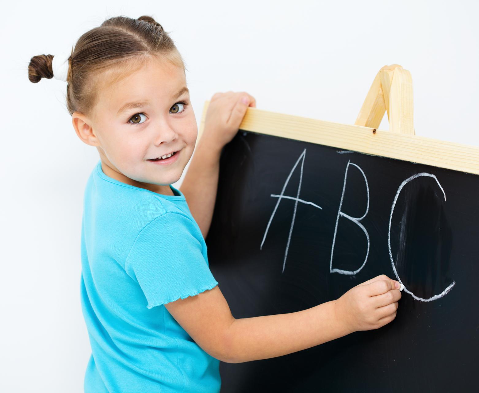 Картинки ребенок изучает английский